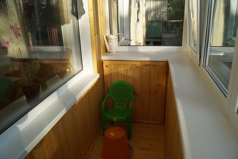 """Внутренняя и внешняя отделка балконов компанией """"balkonoff""""."""